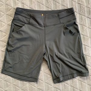 Lucy shorts - size M